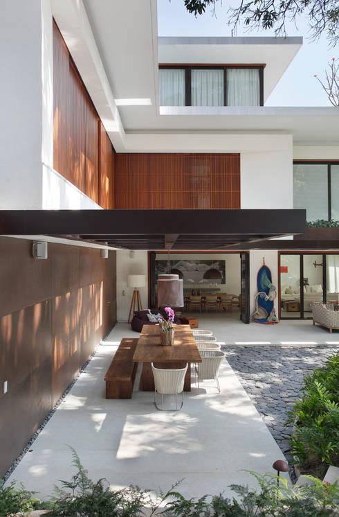 Casas de estilo  por Gisele Taranto Arquitetura