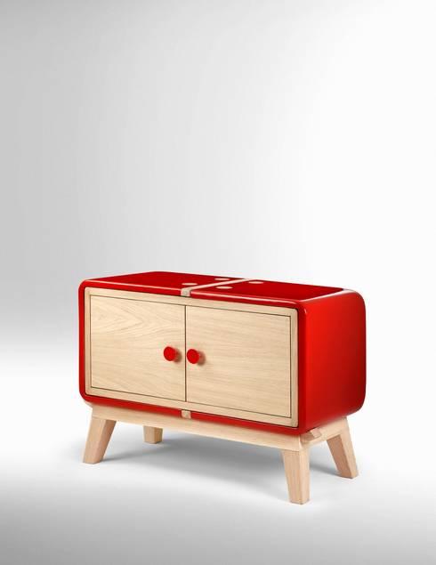 Keramos by Adriano Design: Soggiorno in stile in stile Moderno di Adriano Design