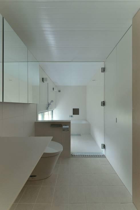 MO-HOUSE: 株式会社長野聖二建築設計處が手掛けた浴室です。