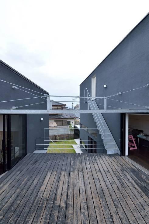 MO-HOUSE: 株式会社長野聖二建築設計處が手掛けたテラス・ベランダです。