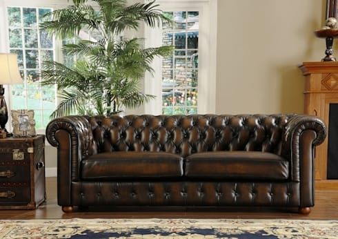 ​Vintage Chesterfield Leather Sofa designed by LOCUS HABITAT: classic Living room by Locus Habitat