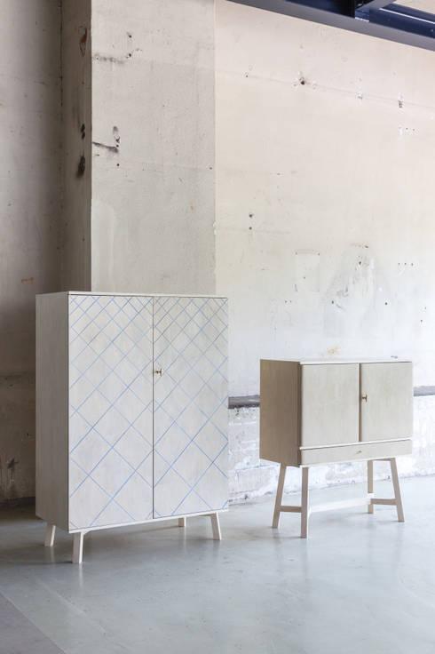 Proper objects make proper people:  Woonkamer door Studio Op Poten