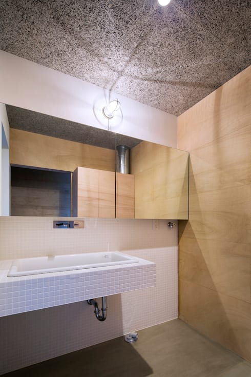Salle de bains de style  par 川添純一郎建築設計事務所