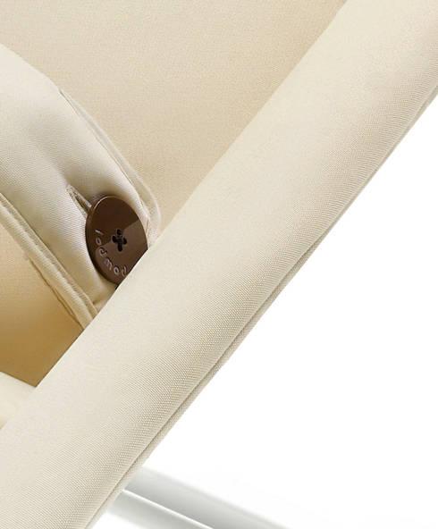 Veiligheid eerst: minimalistische Woonkamer door Studio Gooris Ltd