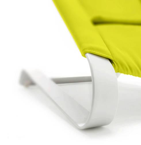 Precisie mechanica: minimalistische Woonkamer door Studio Gooris Ltd