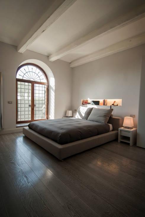 Residenza privata sull'Appia Antica: Case in stile  di FSD Studio