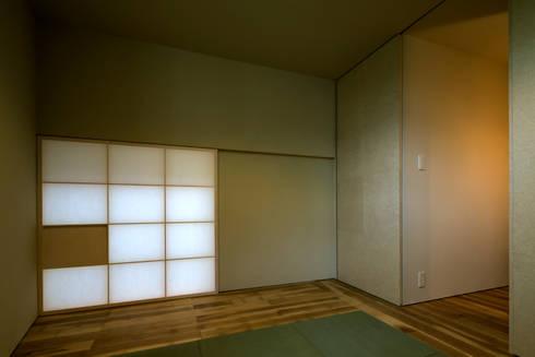オオヤネコート: 有限会社TAO建築設計が手掛けた壁です。