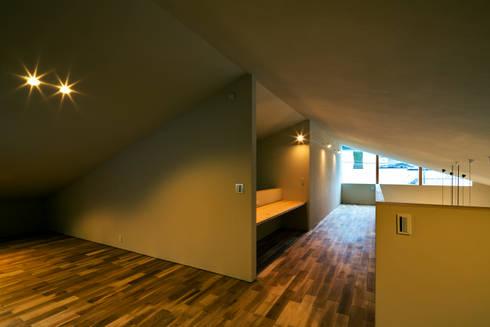 オオヤネコート: 有限会社TAO建築設計が手掛けた廊下 & 玄関です。