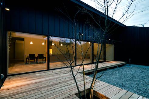 オオヤネコート: 有限会社TAO建築設計が手掛けたベランダです。