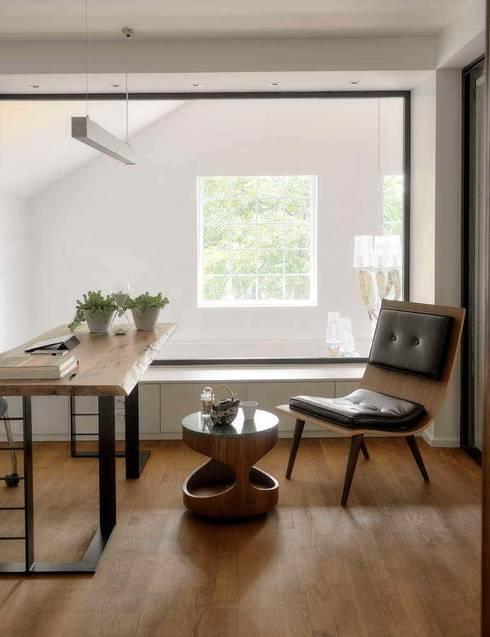 HANDE KOKSAL INTERIORS – House E - E Evi:  tarz Çalışma Odası