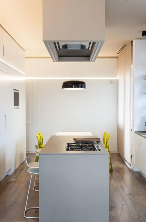 cucina: Cucina in stile in stile Eclettico di Plastudio