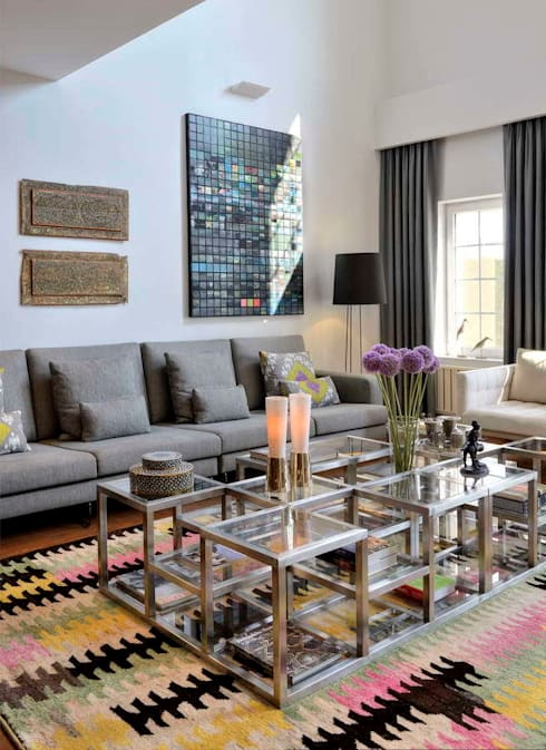 Living room by HANDE KOKSAL INTERIORS
