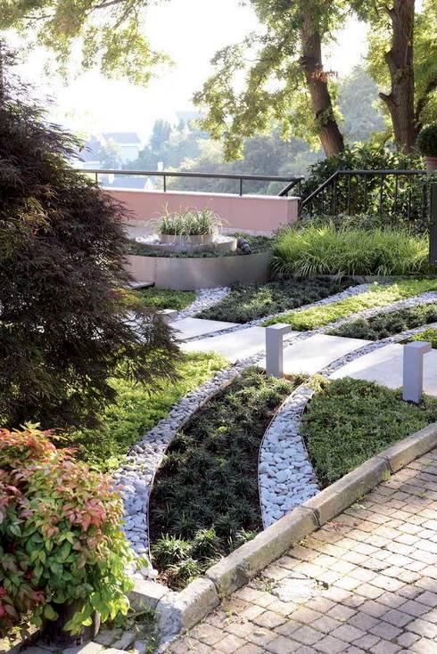 HANDE KOKSAL INTERIORS – House E - E Evi: modern tarz Bahçe