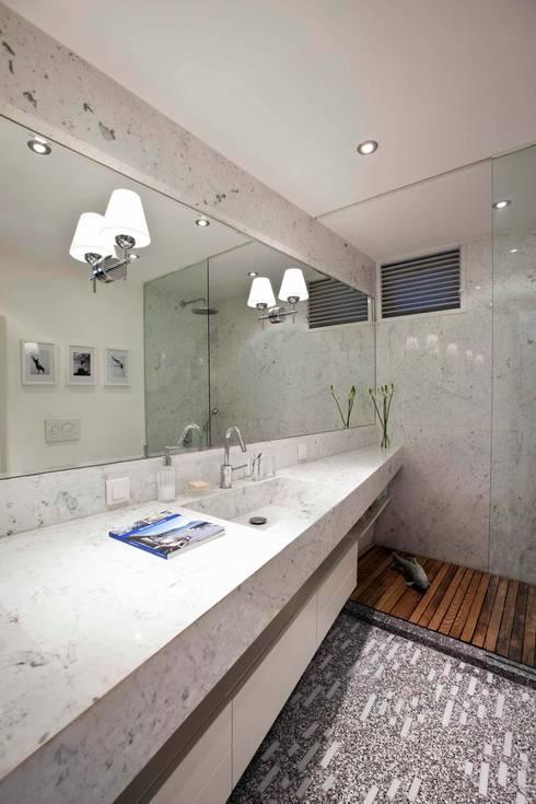 Projekty,  Łazienka zaprojektowane przez HANDE KOKSAL INTERIORS