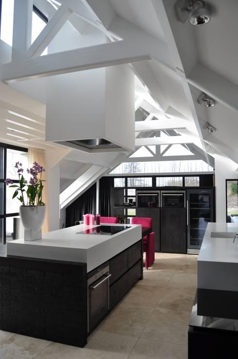 villa Heiloo: moderne Keuken door Jeroen de Nijs BNI