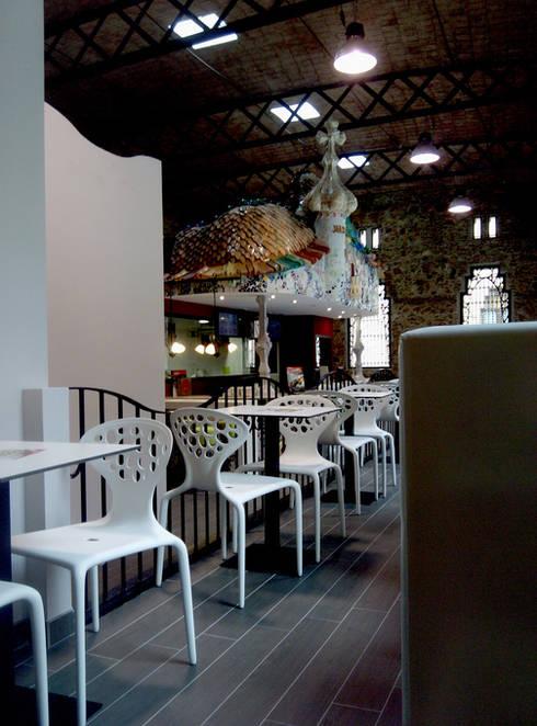 telepizza: Salones de estilo moderno de Overstone