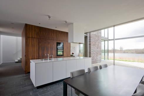 huis IHKB2: moderne Keuken door MIR architecten