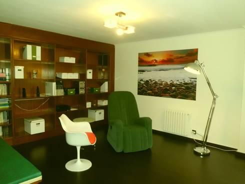 Zona de consulta: Oficinas y tiendas de estilo  de Arquitectos Fin