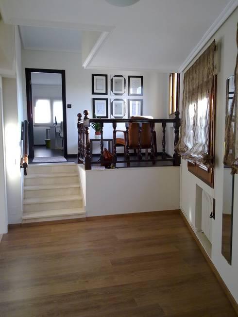 Zona de recepción del gabinete: Oficinas y tiendas de estilo  de Arquitectos Fin