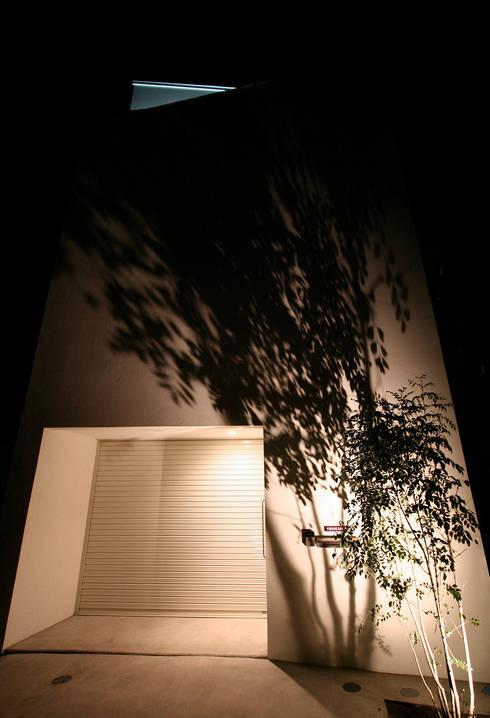 インナーテラスのある明るい住宅: ラブデザインホームズ/LOVE DESIGN HOMESが手掛けた一戸建て住宅です。
