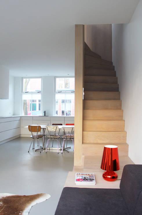 Verbouwing arbeiderswoning tot 'pied a terre': minimalistische Huizen door 8A Architecten