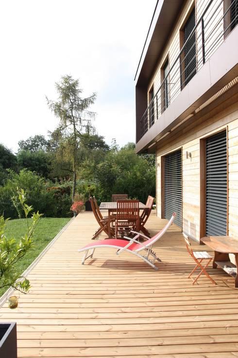 La terrasse: Maisons de style  par Atelier d'Architecture Marc Lafagne,  architecte dplg