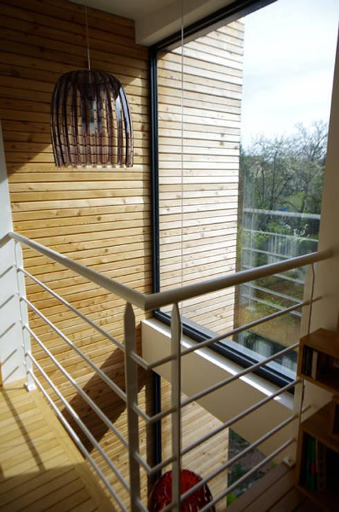 Palier de la chambre au deuxième étage: Maisons de style  par Atelier d'Architecture Marc Lafagne,  architecte dplg