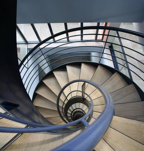 Villa Montsouris . Escalier. Atelier Morales 2014:  de style  par Atelier Morales