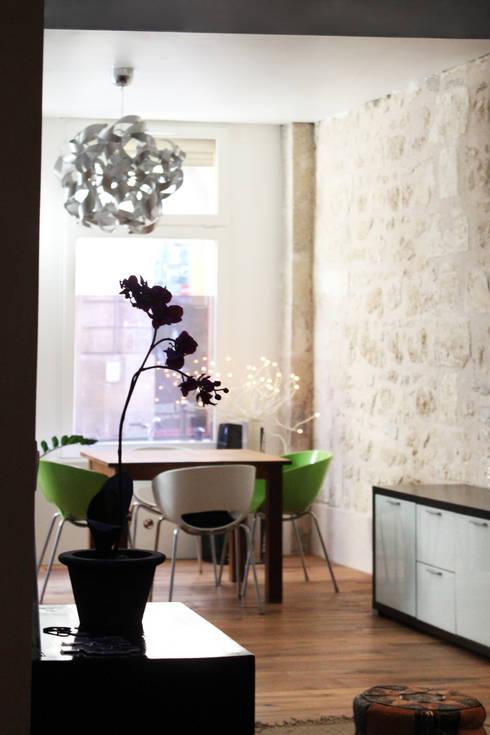 Appartement BRNT: Salle à manger de style de style Moderne par BIENSÜR Architecture