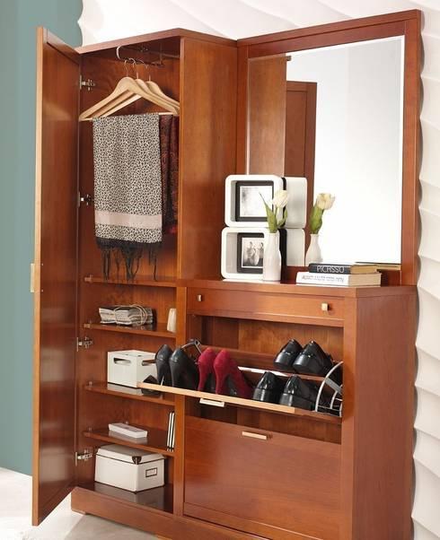 Vestidores y closets de estilo clásico por Paco Escrivá Muebles