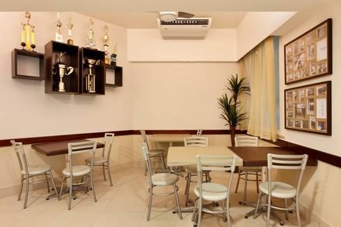 Hotel Novo Mundo - Cozinha/Refeitório dos Funcionários: Hotéis  por DG Arquitetura + Design