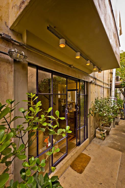 Entrada: Espaços gastronômicos  por Enzo Sobocinski Arquitetura & Interiores