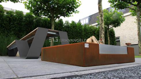 Villatuin Rotterdam: moderne Tuin door ERIK VAN GELDER   Devoted to Garden Design