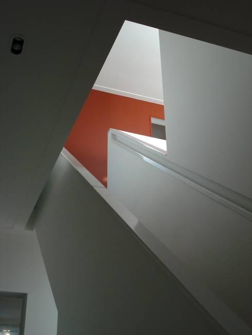 Trappenhuis:  Gang en hal door TenBrasWestinga ARCHITECTUUR / INTERIEUR en STEDENBOUW