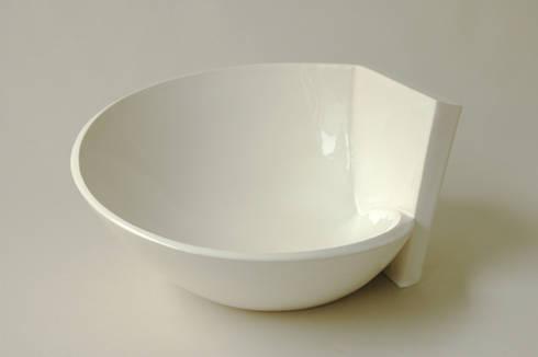 In & Out Bowls: moderne Eetkamer door Winter Ceramics