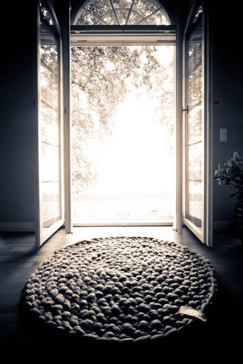 mariemeers Teppiche: moderne Wohnzimmer von mariemeers