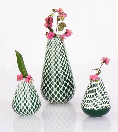 Just-dressed Vasen:  Wohnzimmer von mano design