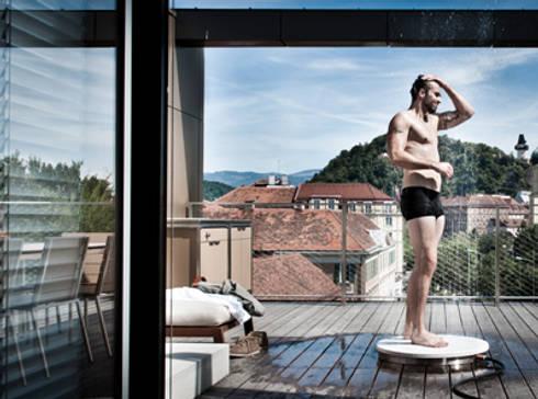 Outdoor Shower:   door VENLET INTERIOR ARCHITECTURE