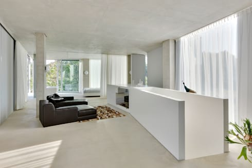H' House: moderne Woonkamer door Wiel Arets Architects