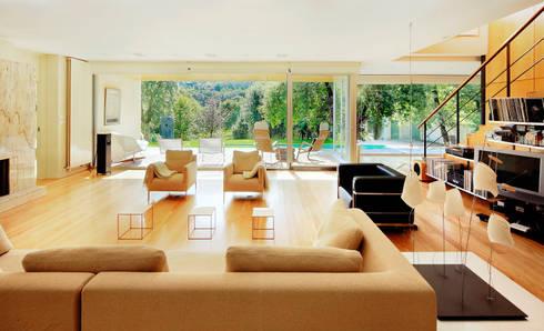 Casa en Mungia: Salones de estilo moderno de Hoz Fontan Arquitectos