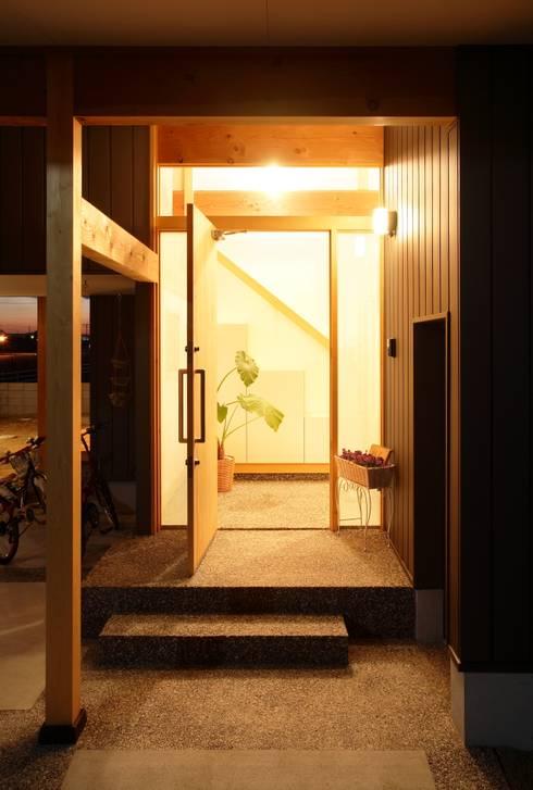 アプローチ: 三宅和彦/ミヤケ設計事務所が手掛けた家です。