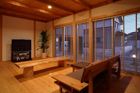 リビング: 三宅和彦/ミヤケ設計事務所が手掛けたリビングです。