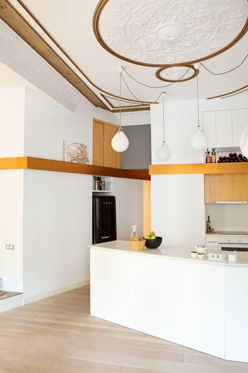 PISO SANTPERE47: Cocinas de estilo moderno de Miel Arquitectos