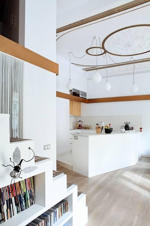 PISO SANTPERE47: Cocinas de estilo  de Miel Arquitectos
