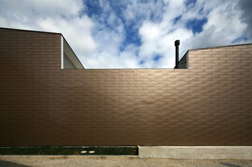凹 [ou]: 半谷彰英建築設計事務所/Akihide Hanya Architect & Associatesが手掛けた一戸建て住宅です。
