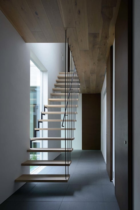 Flur & Diele von 半谷彰英建築設計事務所/Akihide Hanya Architect & Associates