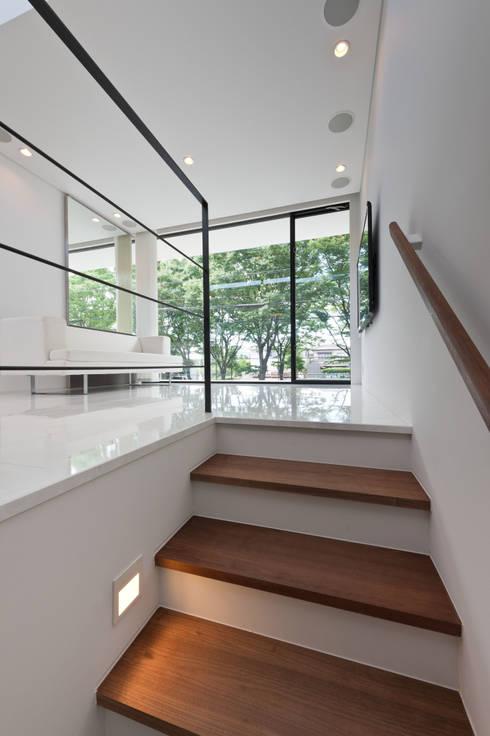 ケローナ通りの家: 空間設計aunが手掛けたです。