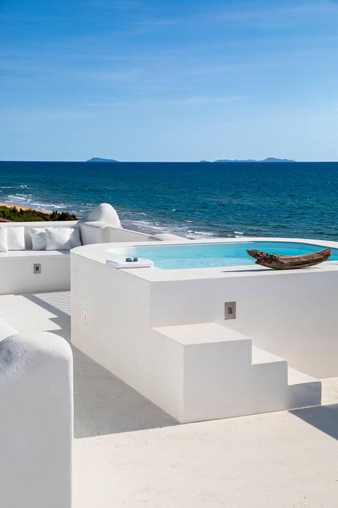 SABAUDIA SUL MARE: Piscina in stile in stile Mediterraneo di Stefano Dorata