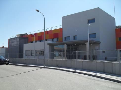 Colegio Santa María La Blanca: Oficinas y tiendas de estilo  de E-ARCHT Arquitectura + Ingeniería