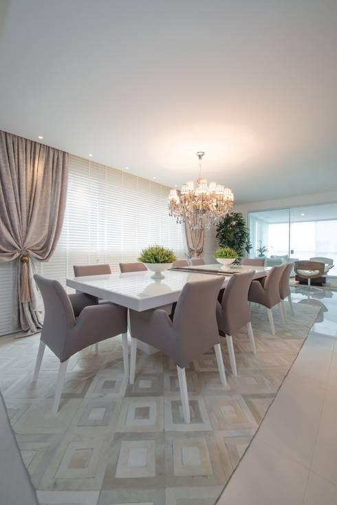 Refúgio à beira mar : Salas de jantar modernas por Actual Design